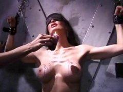 Lesbienne humilier dans un porno